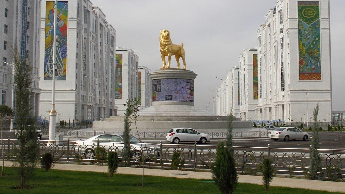 A view shows a statue of a Turkmen shepherd dog, locally known as Alabai, in Ashgabat, Turkmenistan November 10, 2020. (Reuters/Vyacheslav Sarkisyan)