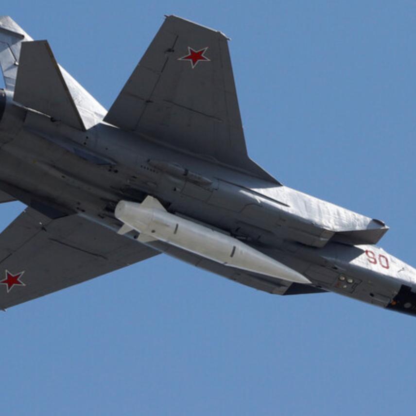 لأول مرة.. حاملات كينغال الروسية بقاعدة حميميم في سوريا