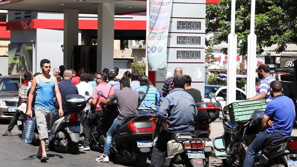 ازدحام عند محطات الوقود في لبنان