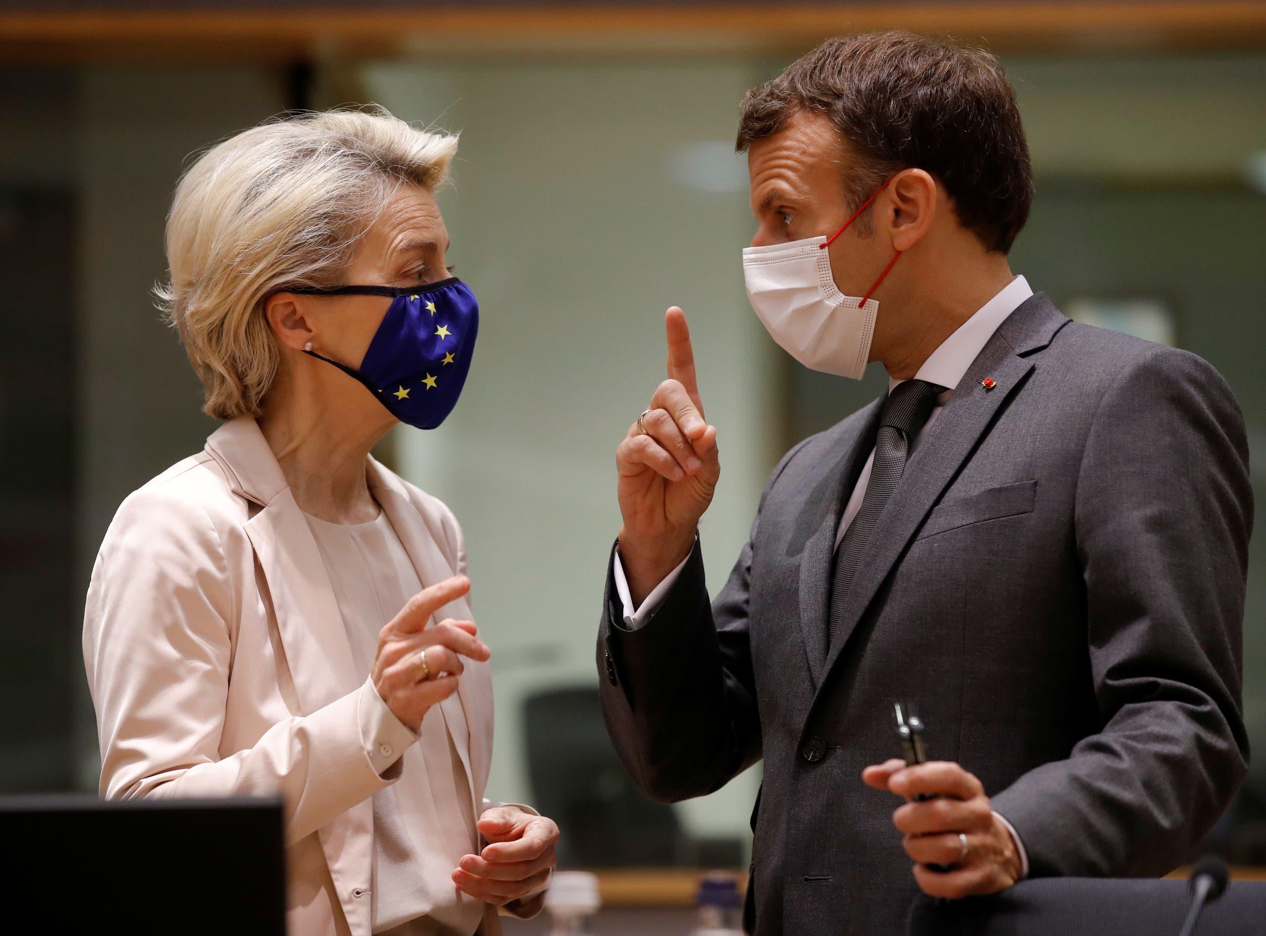 رئيسة المفوضية الأوروبية أورسولا فون دير لاين وماكرون (رويترز)