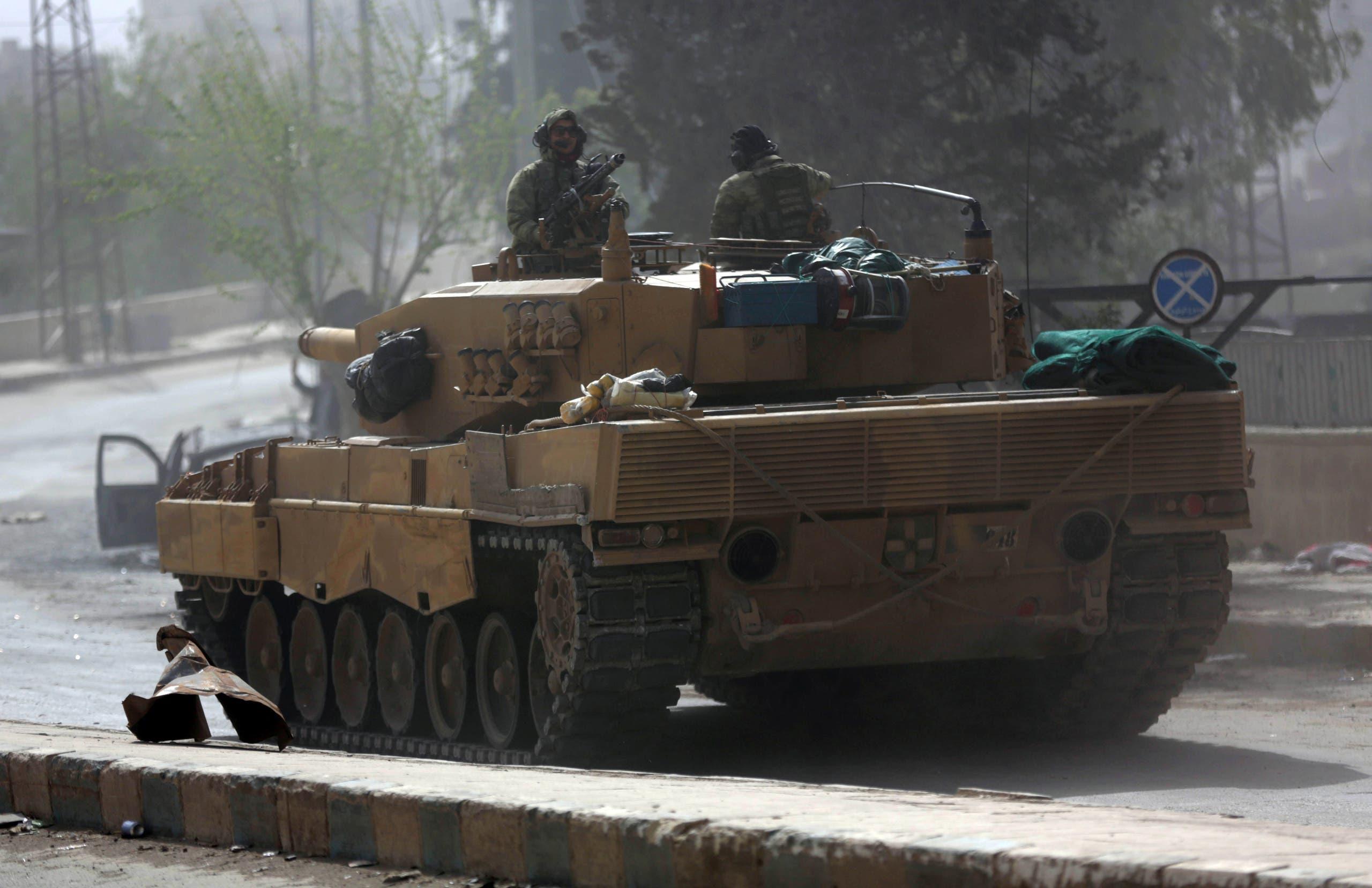 دبابة تركية في عفرين (رويترز)