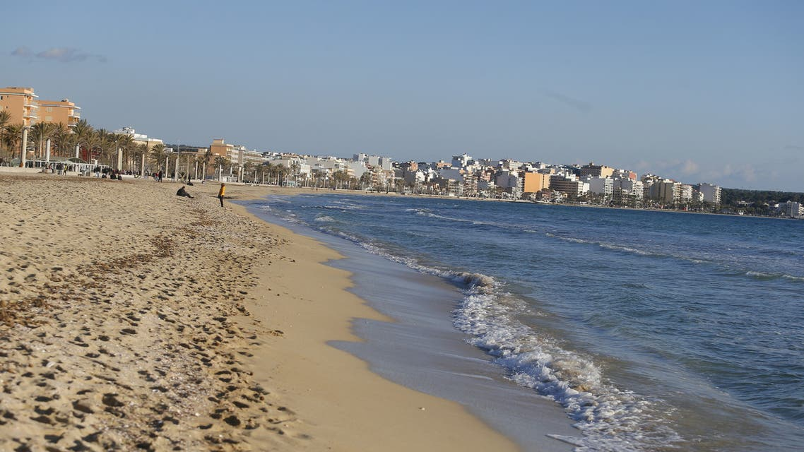 FILE PHOTO: A view shows El Arenal beach in Palma de Mallorca following Berlin's lifted quarantine requirement for travelers returning from the Balearic Islands, amid the coronavirus disease (COVID-19) pandemic, Spain March 21, 2021. (File Photo: Reuters)
