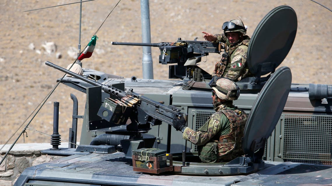 Italian armed forces soldiers stand guard in Herat, Afghanistan, June 20, 2013. REUTERS/Fabrizio Bensch (AFGHANISTAN - Tags: MILITARY POLITICS)