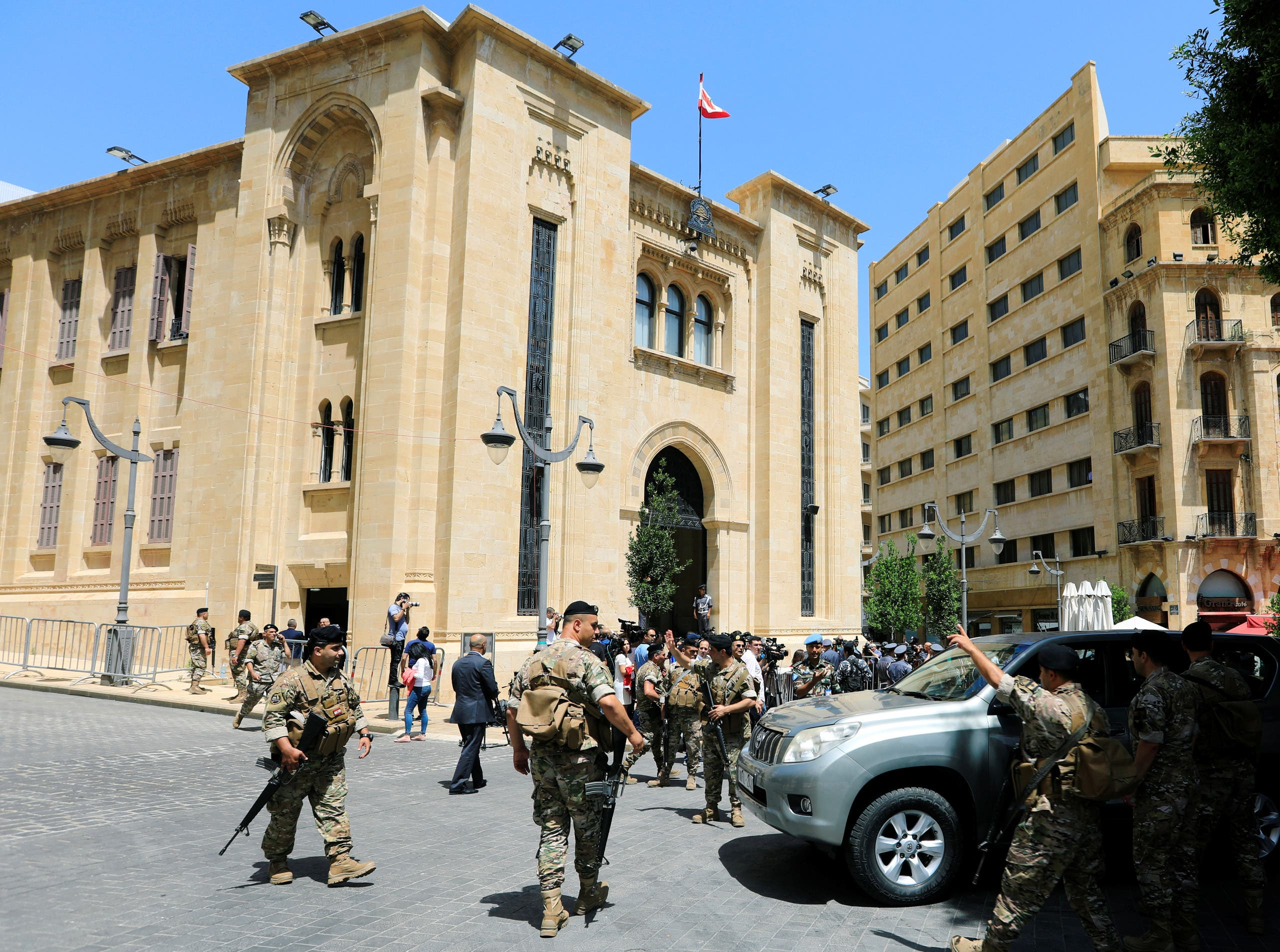 Lebanese army soldiers secure the area of the parliament building in Lebanon. (File photo: Reuters)