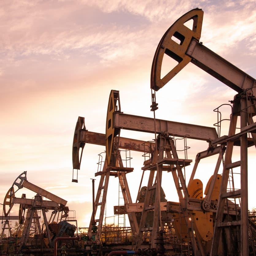 "النفط يعمق خسائره وسط غيوم ""دلتا"""