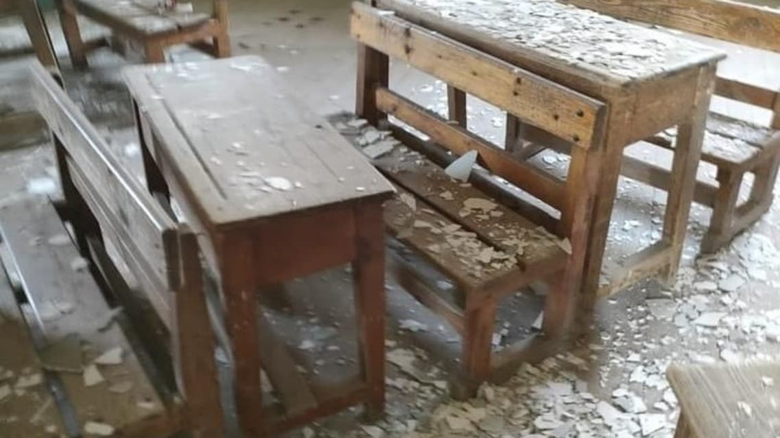 طلاب مصريون يكسرون مدرستهم