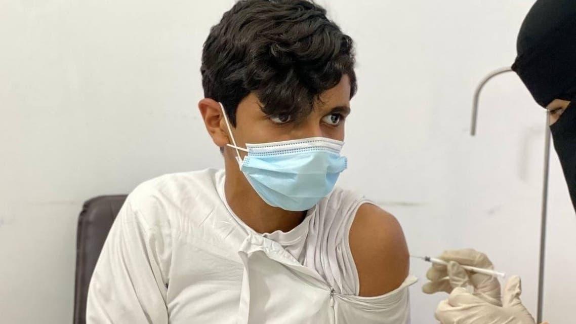 إعطاء اللقاح للفئات العمرية 12 - 18   .