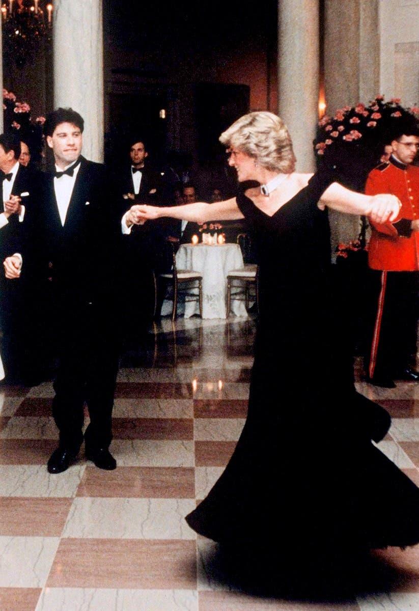 ديانا تراقص النجم جون ترافولتا في البيت الأبيض