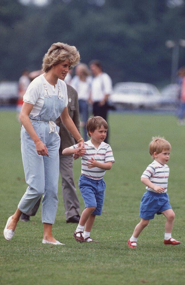 Diana con sus dos hijos William y Harry en los años ochenta del siglo pasado.
