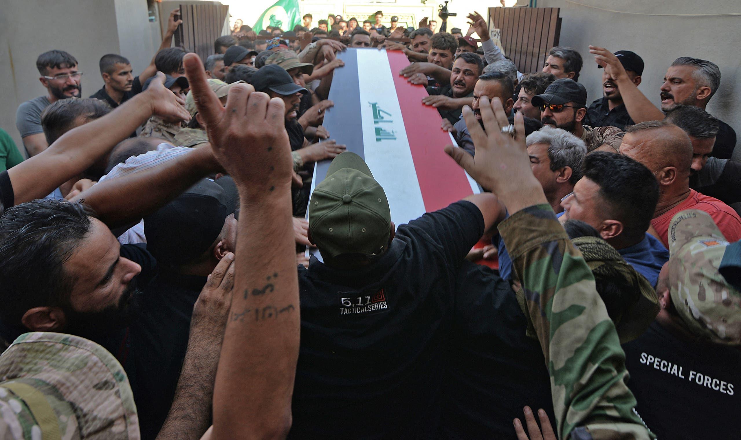 من تشييع أحد عناصر الحشد الشعبي الذي قضى في الغارات الأميركية الأخيرة في محافظة نينوى