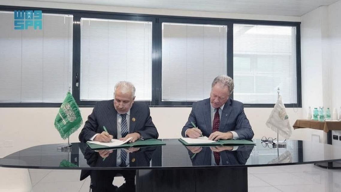 WFP Executive Director David Beasley and KSrelief's Supervisor General Dr Abdullah al-Rabeeah sign the deal on the sidelines of the G20 development ministers meeting in Brindisi, southern Italy.(SPA)