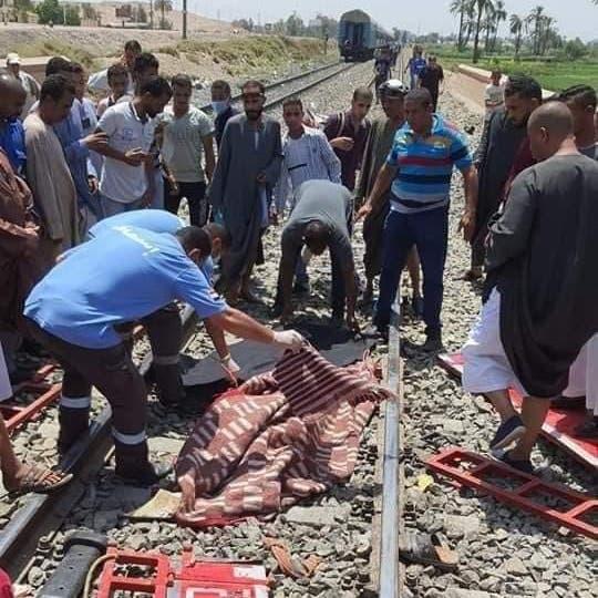 مصرع قائد سيارة اقتحم مزلقانا واصطدم بقطار في مصر