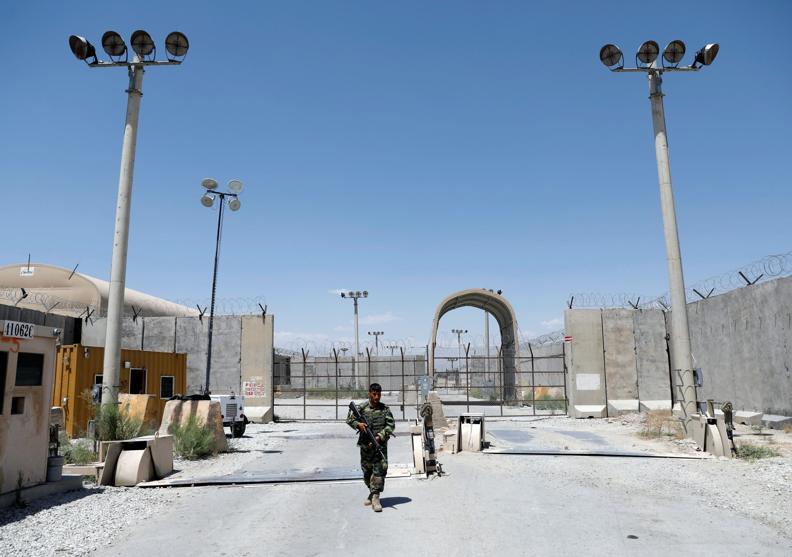 An Afghan National Army soldier stands guard at the gate of Bagram U.S. air base, on the day the last of American troops vacated it, Parwan province, Afghanistan July 2, 2021. (File photo: Reuters)