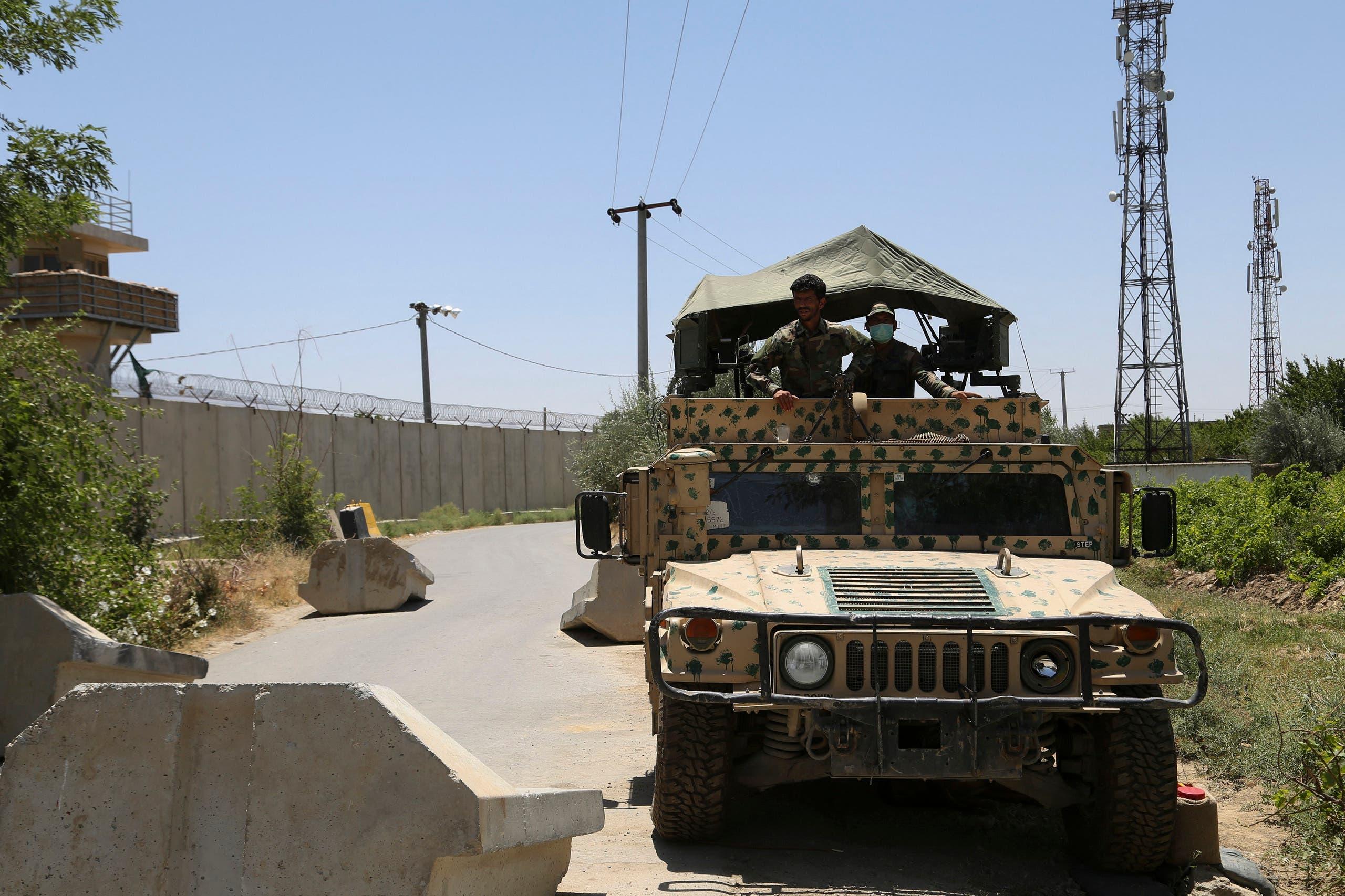 قوات أفغانية تحرس قاعدة باغرام