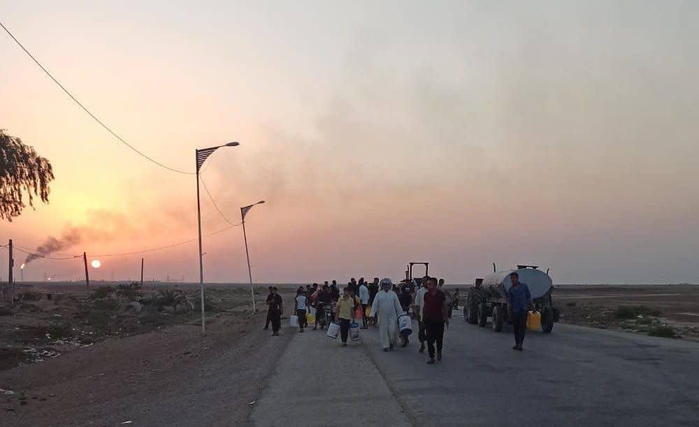 حرکت دستهجمعی مردم روستای زهیریه اهواز در جستجوی آب