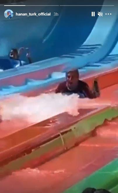 حنان ترك في فيديو من الملاهي المائية