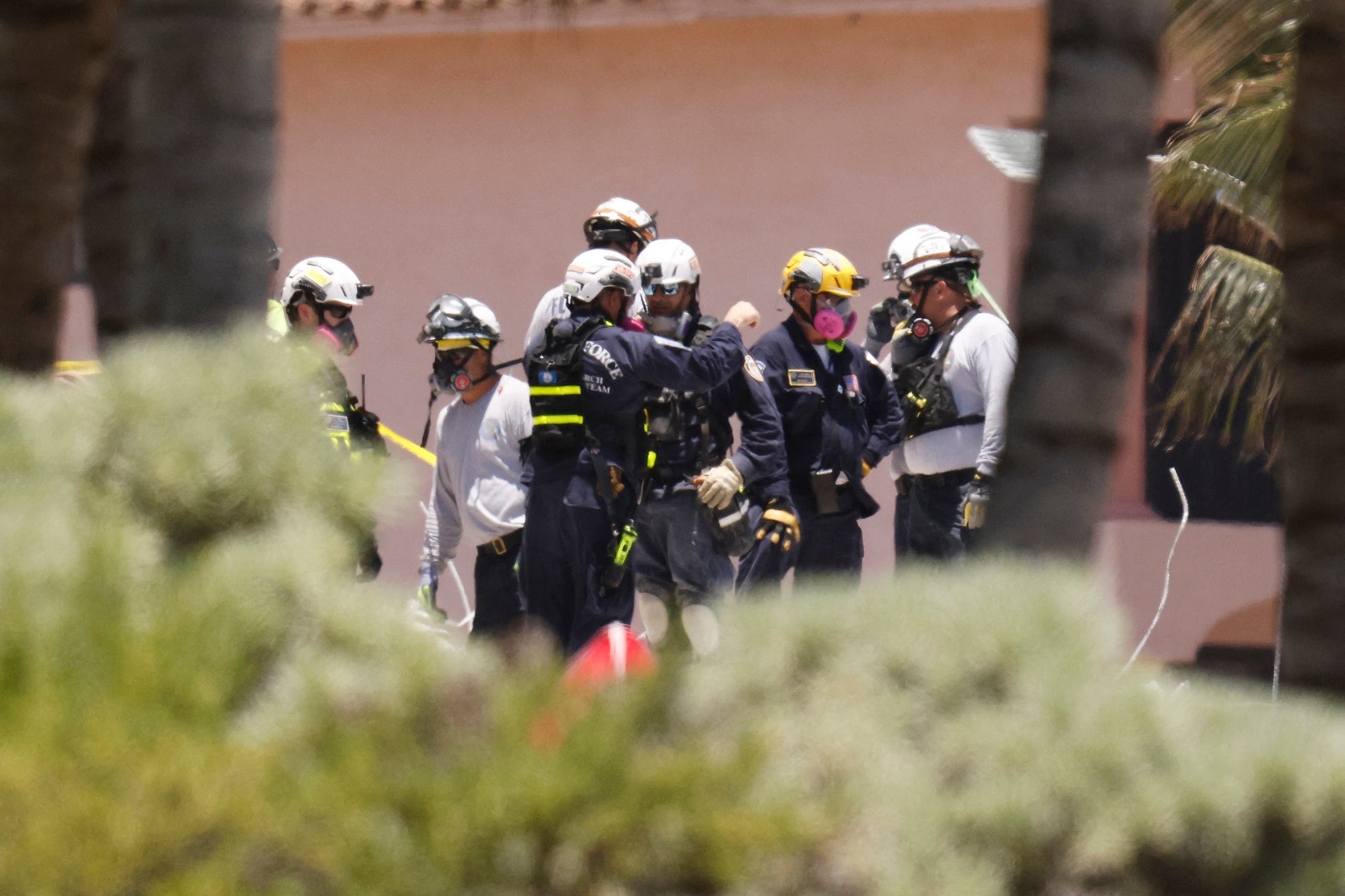 فرق الإنقاذ تبحث عن الضحايا بين أنقاض المبنى