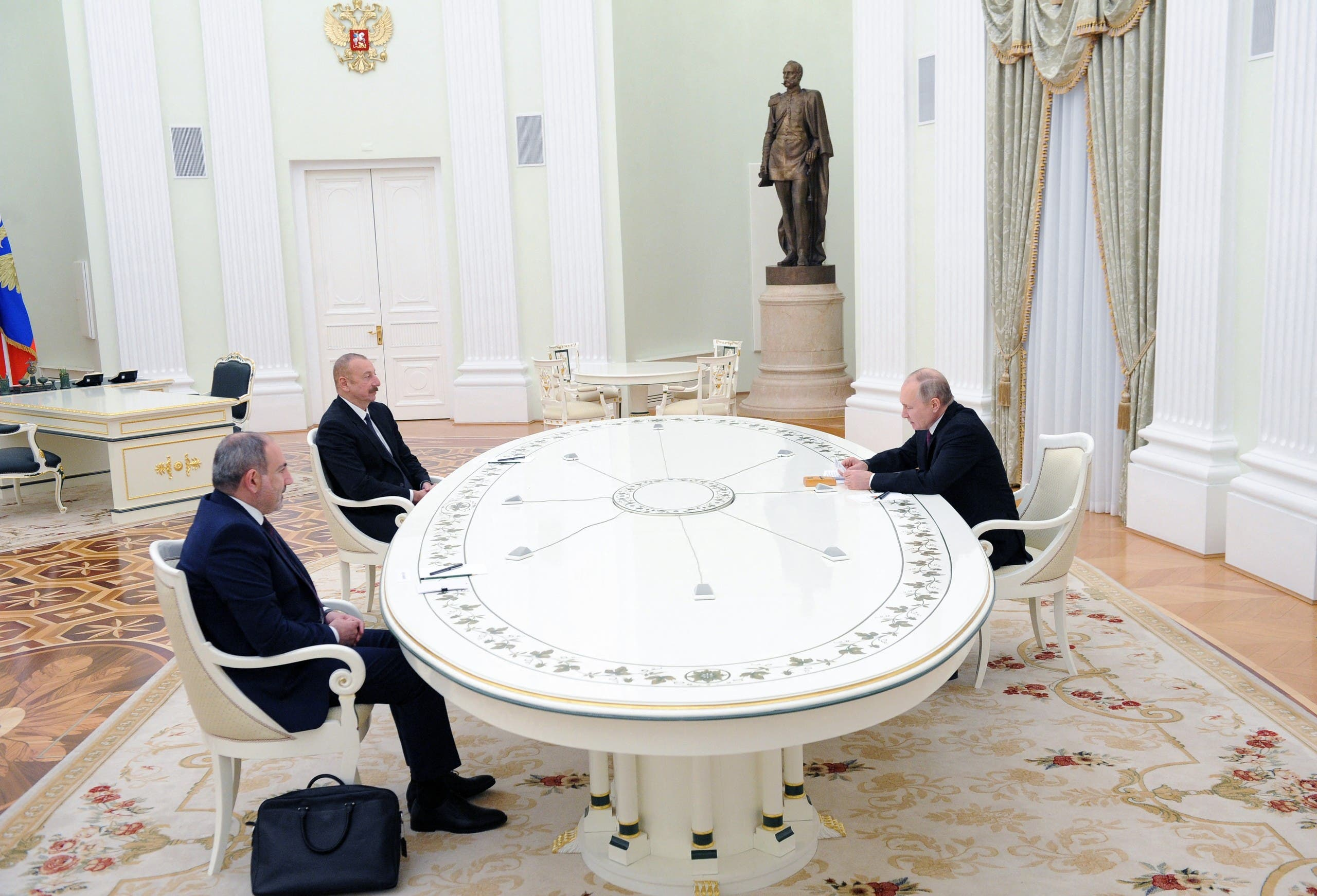 Russian President Vladimir Putin (R) meets Armenian PM Nikol Pashinyan (L) and Azerbaijani President Ilham Aliyev over Nagorno-Karabakh, in Moscow, Jan. 11, 2021. (Reuters)
