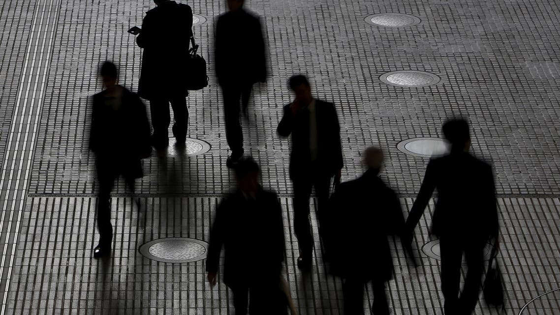 People walk at an office building at a business district in Tokyo, Japan, February 29, 2016. (File photo: Reuters)