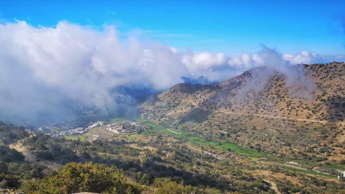 السحب تغازل الجبال