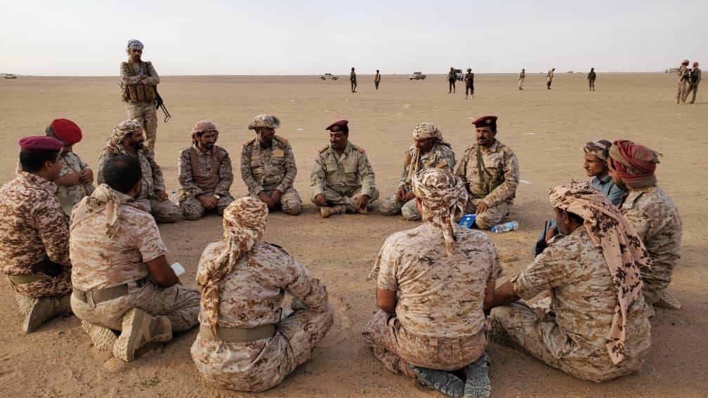 الفريق الركن صغير بن عزيز خلال زيارته للمنطقة العسكرية السادسة