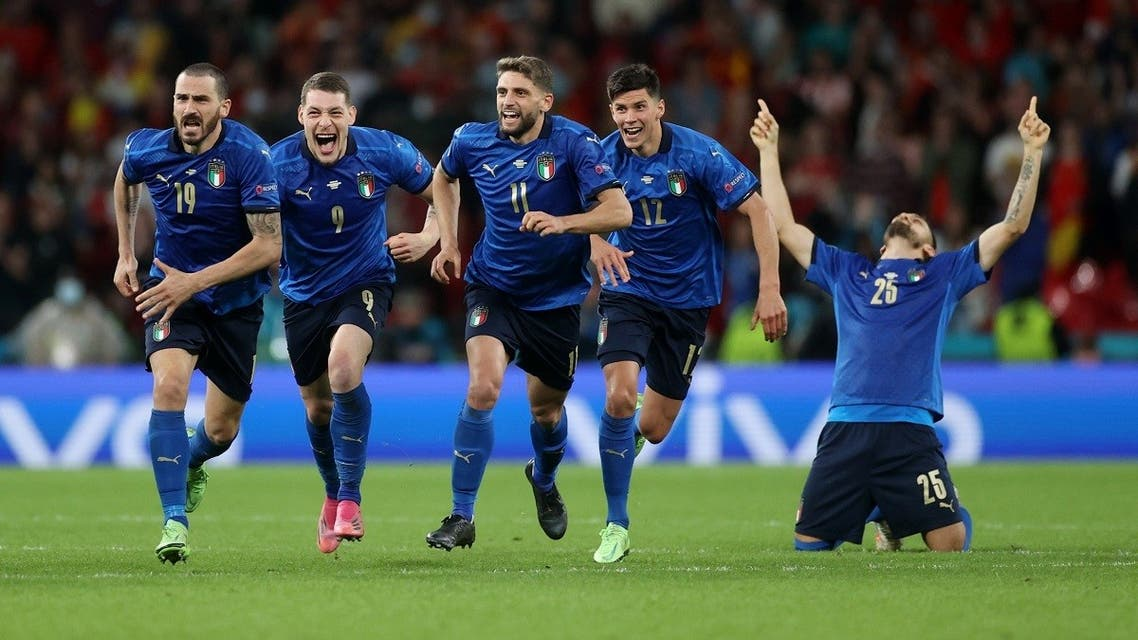 Italy players celebrate after the match. (Reuters)