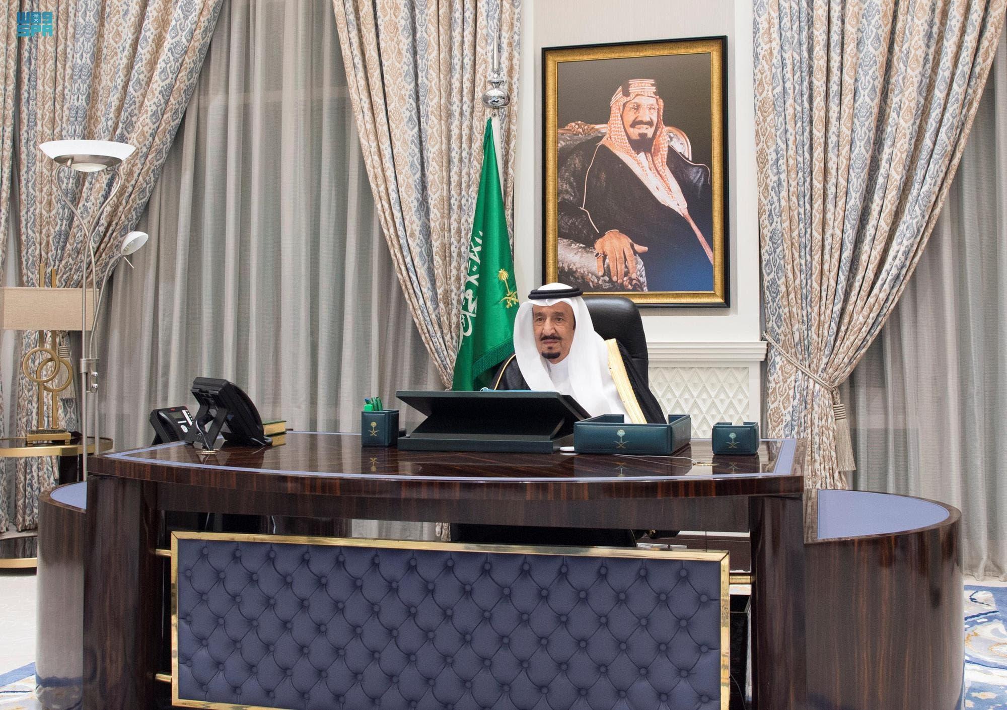 الملك سلمان يترأس جلسة مجلس الوزراء السعودي التي عقدت عبر الاتصال المرئي