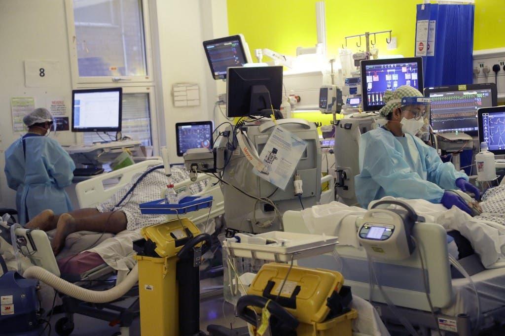 من قسم العناية المركزة لمرضى كوفيد 19 في مستشفى في لندن - فرانس برس
