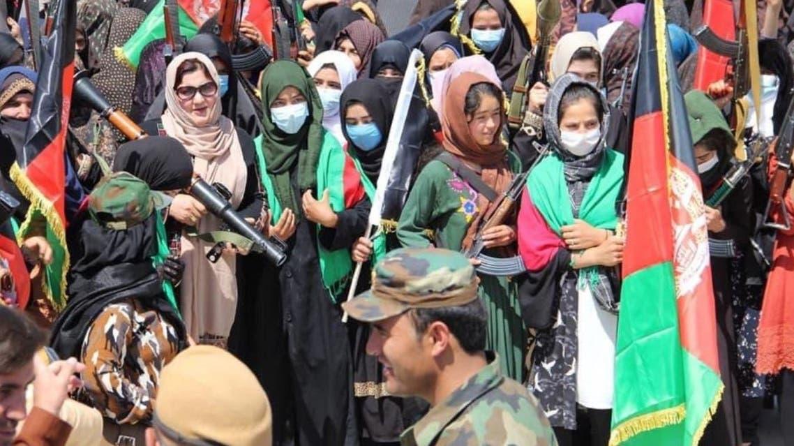 نساء شاركن في التظاهرات (تويتر)
