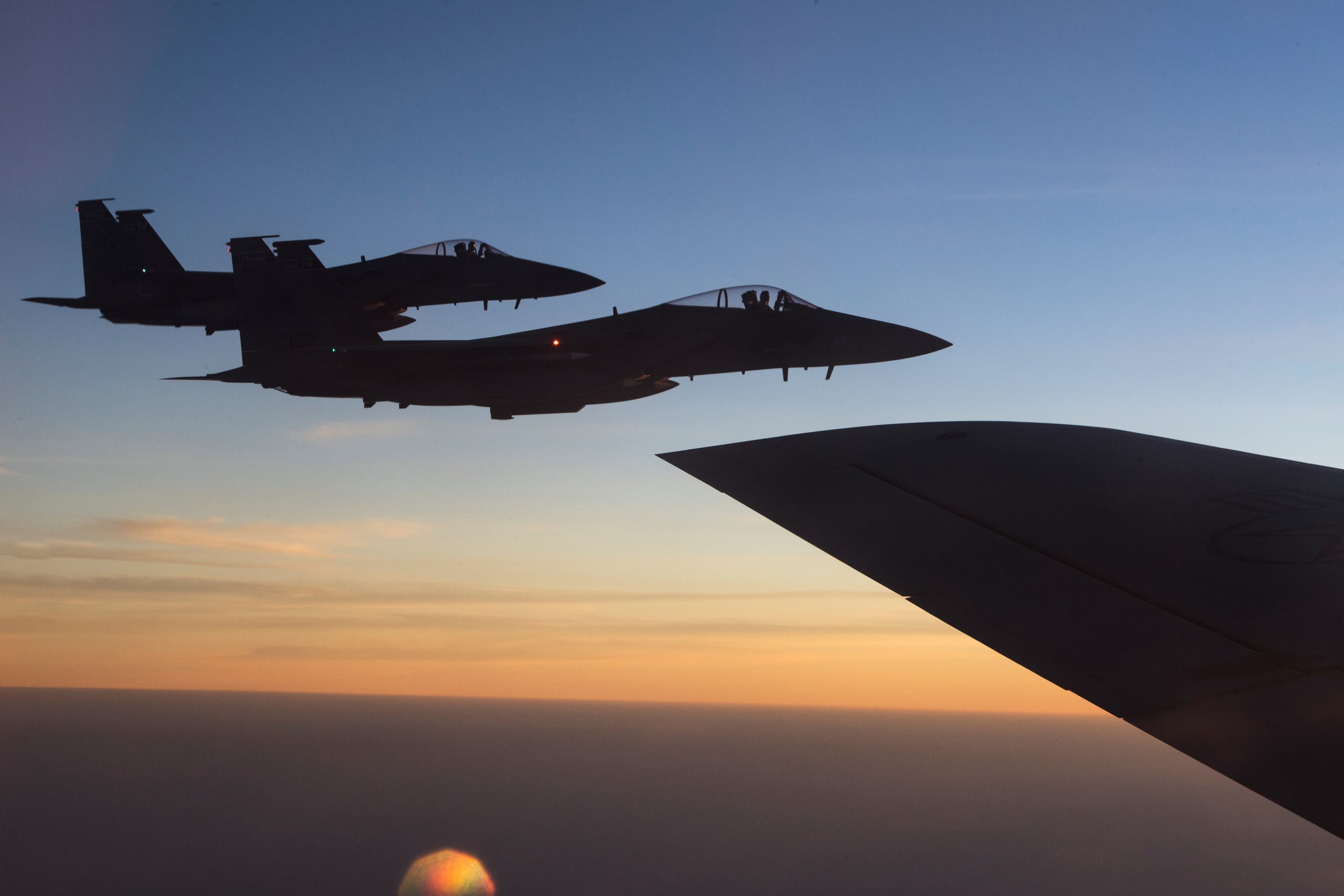 مقاتلات أميركية تنطلق من قاعدة العديد الجوية في قطر
