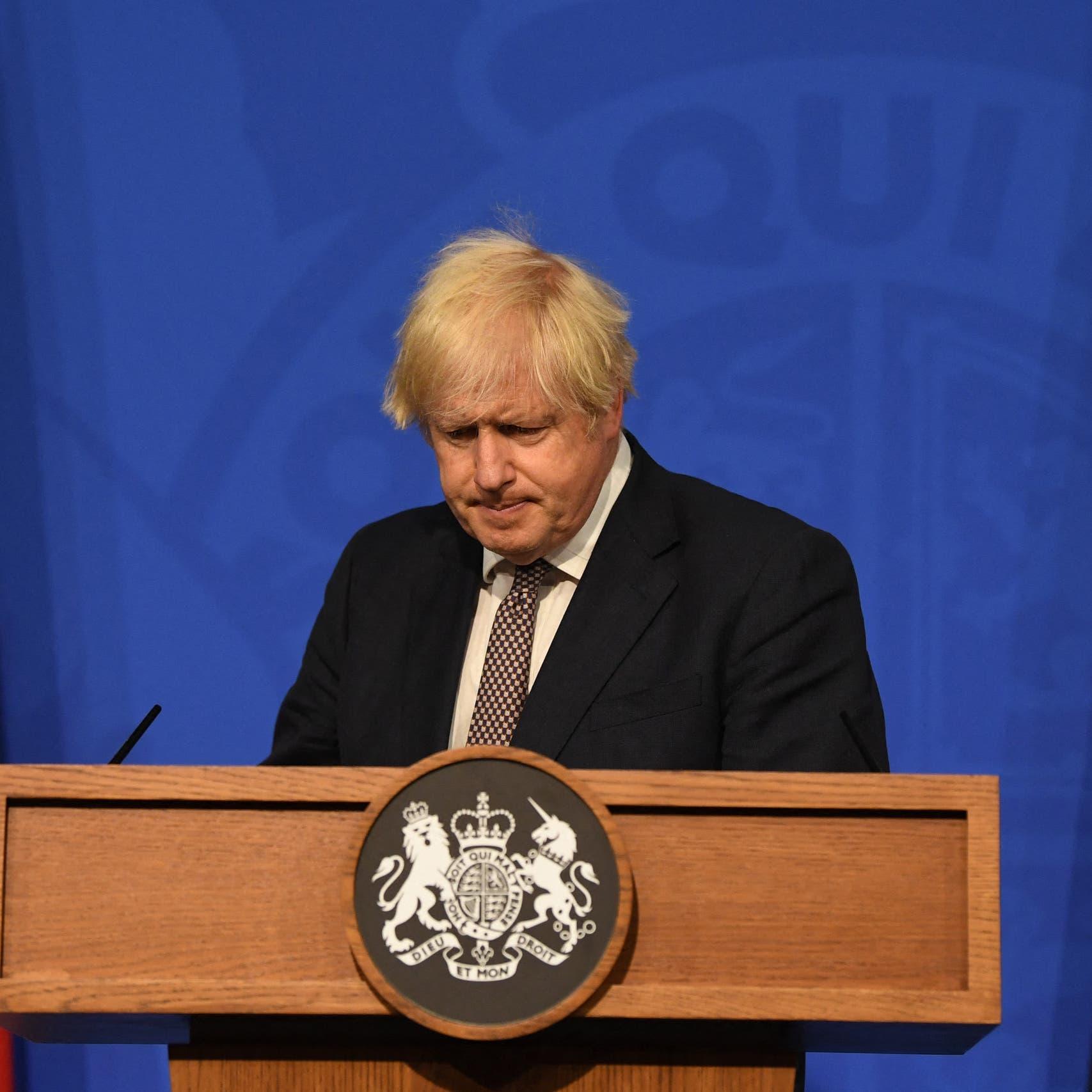 جونسون يطالب دول العالم بعدم الاعتراف بطالبان أحادياً