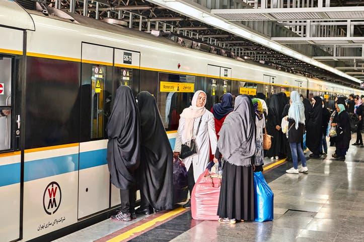 قطار - إيران (آيستوك)