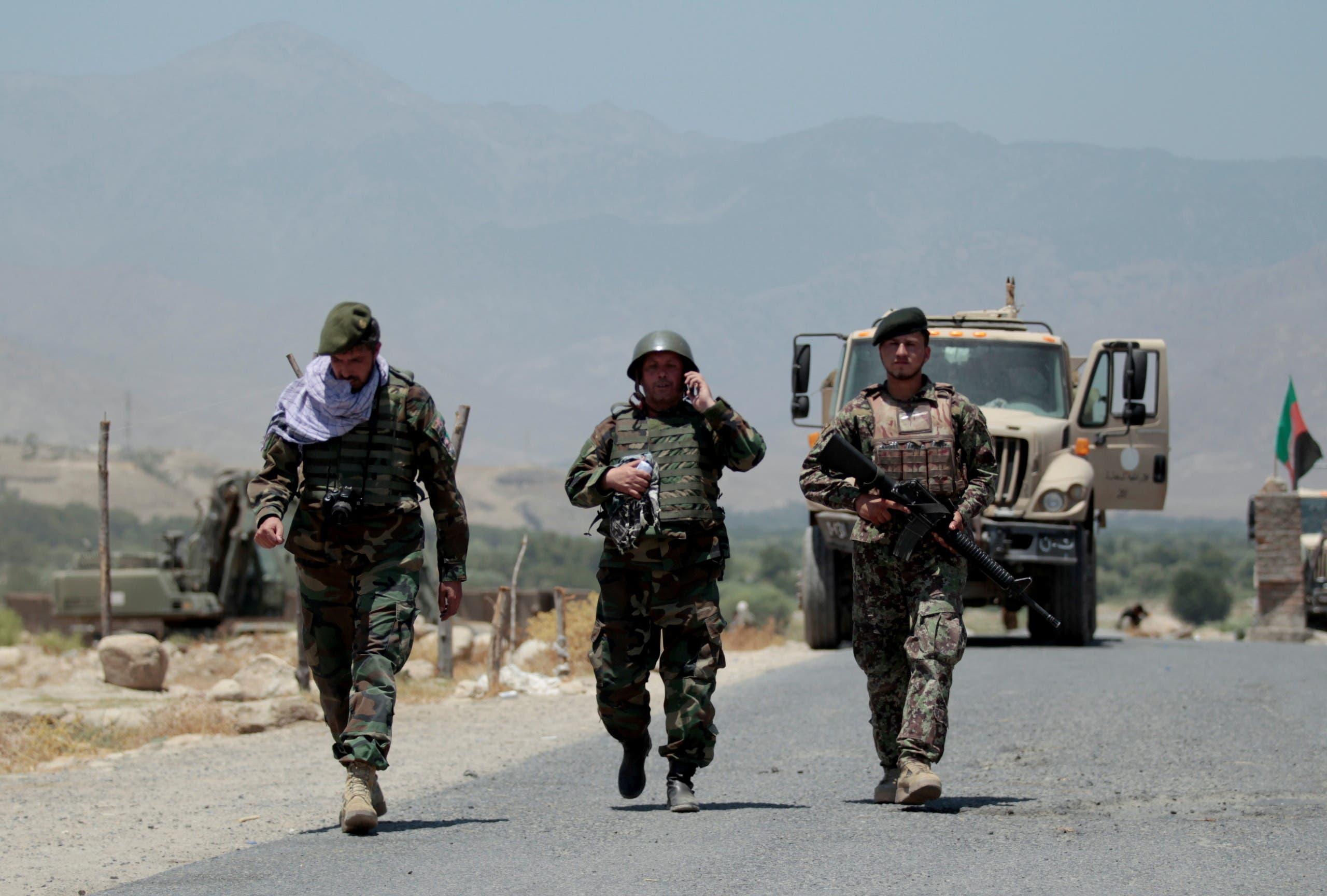 الأمن الأفغاني يسير دورية قرب نقطة حدودية سيطرت عليها طالبان مؤخراً