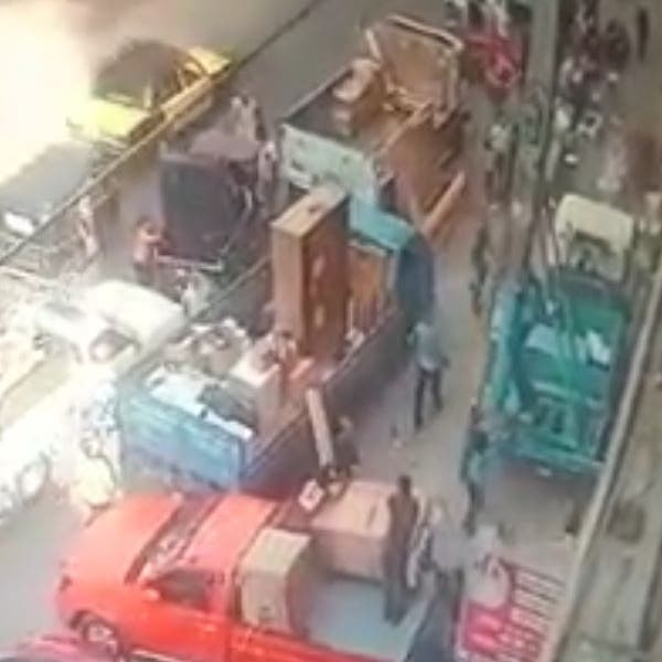 فيديو مؤلم.. رافعة نقل أثاث تقتل شاباً مصرياً قبل زفافه