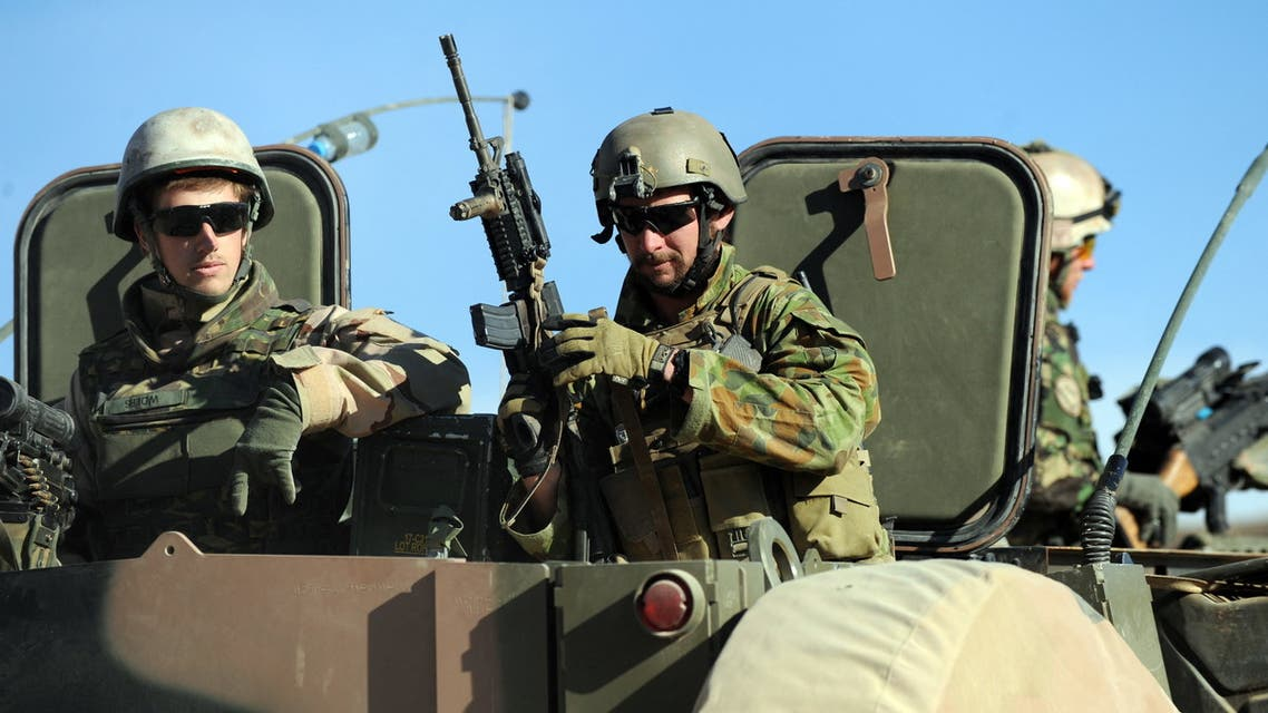 An Australian soldier (C) of Omlet-c company gestures during a NATO/ISAF joint task force patrol in Mirwais in the southern province of Uruzgan on January 20, 2010. The Netherlands Royal Army leads the NATO/ISAF joint task force in the southern province of Afghanistan. About 113,000 foreign troops under US and NATO command are based in Afghanistan, with about 40,000 more due to be deployed this year to try to turn around the costly war against the resurgent Taliban. AFP PHOTO/Deshakalyan CHOWDHURY