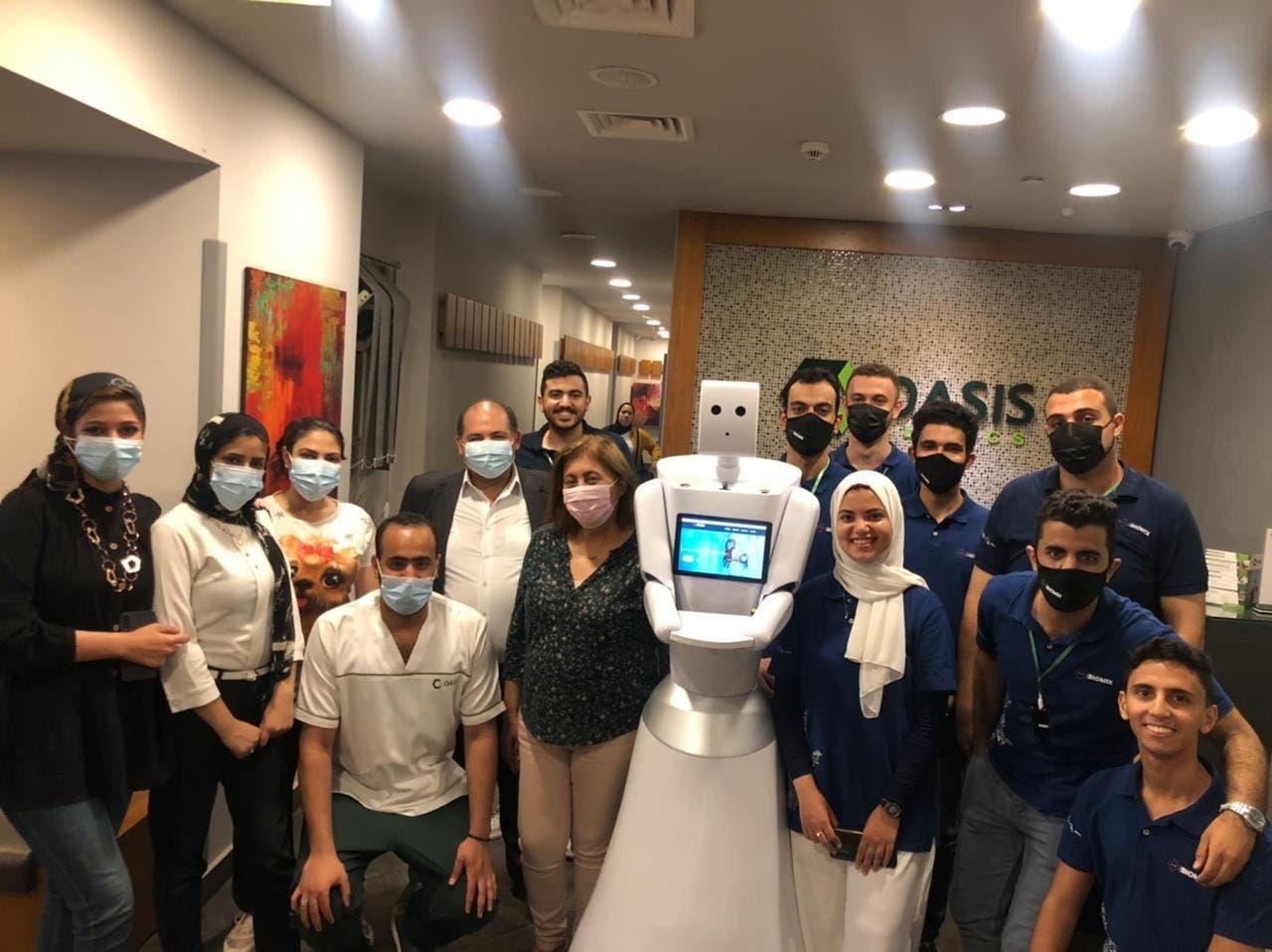 فريق العمل مع الروبوتBiomix