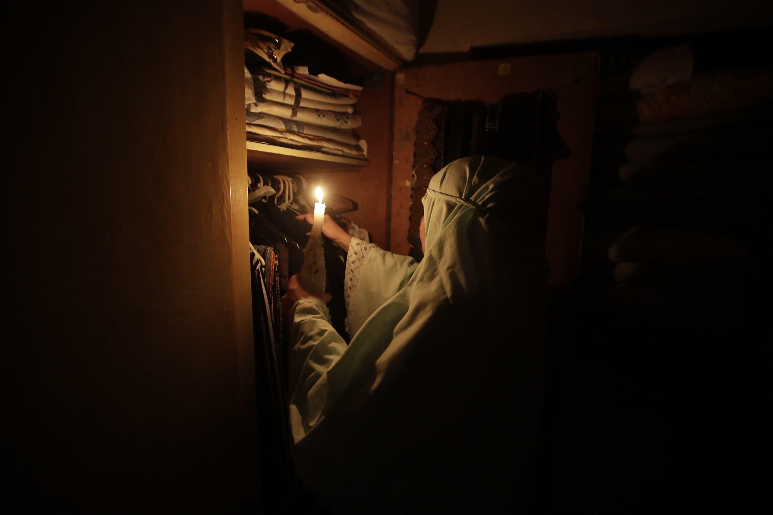 الأزمة المالية أدت لانقطاع شبه تام للكهرباء عن أنحاء لبنان