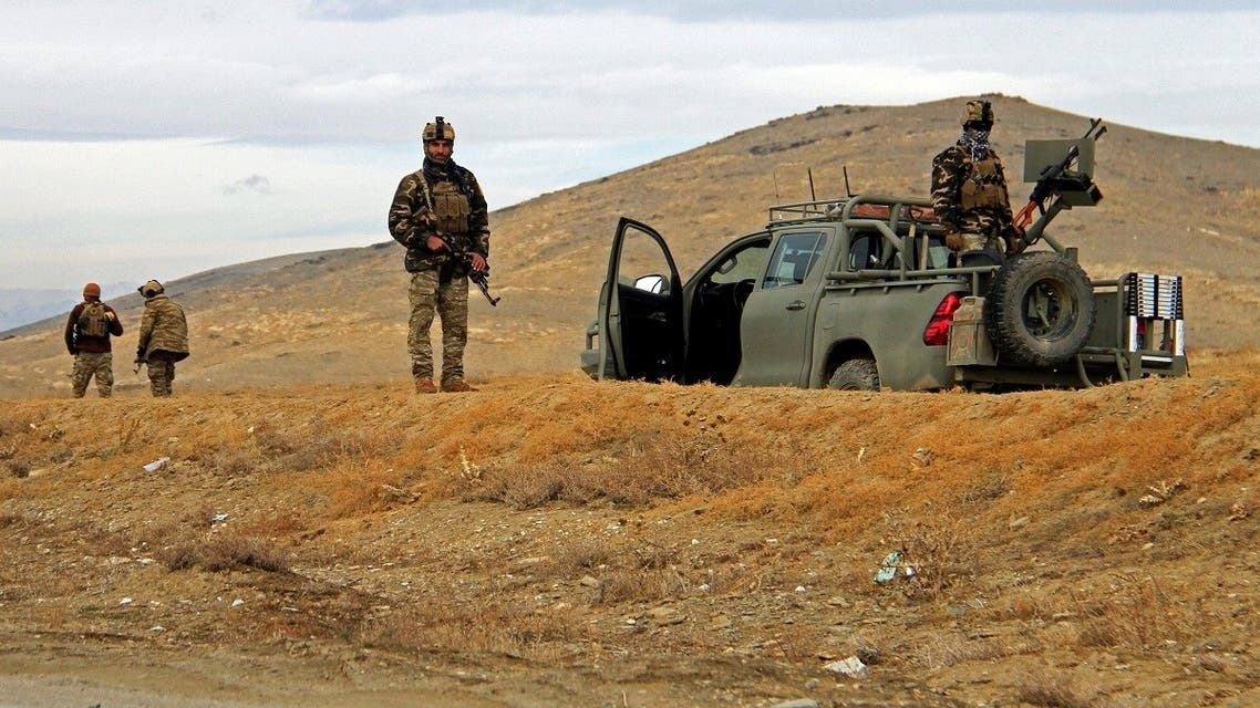 Afghan security forces keep watch outside of a military compound after a car bomb blast on the outskirts of Ghazni city, Afghanistan. (File photo: Reuters)