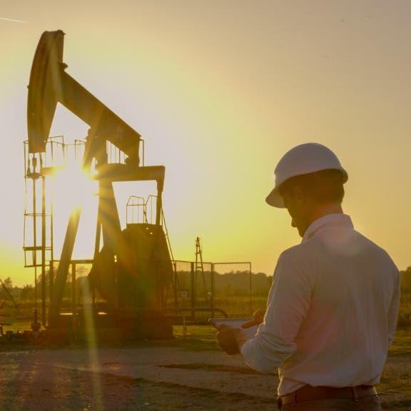 أسعار النفط تتراجع.. وبرنت متماسك فوق 71 دولارا للبرميل