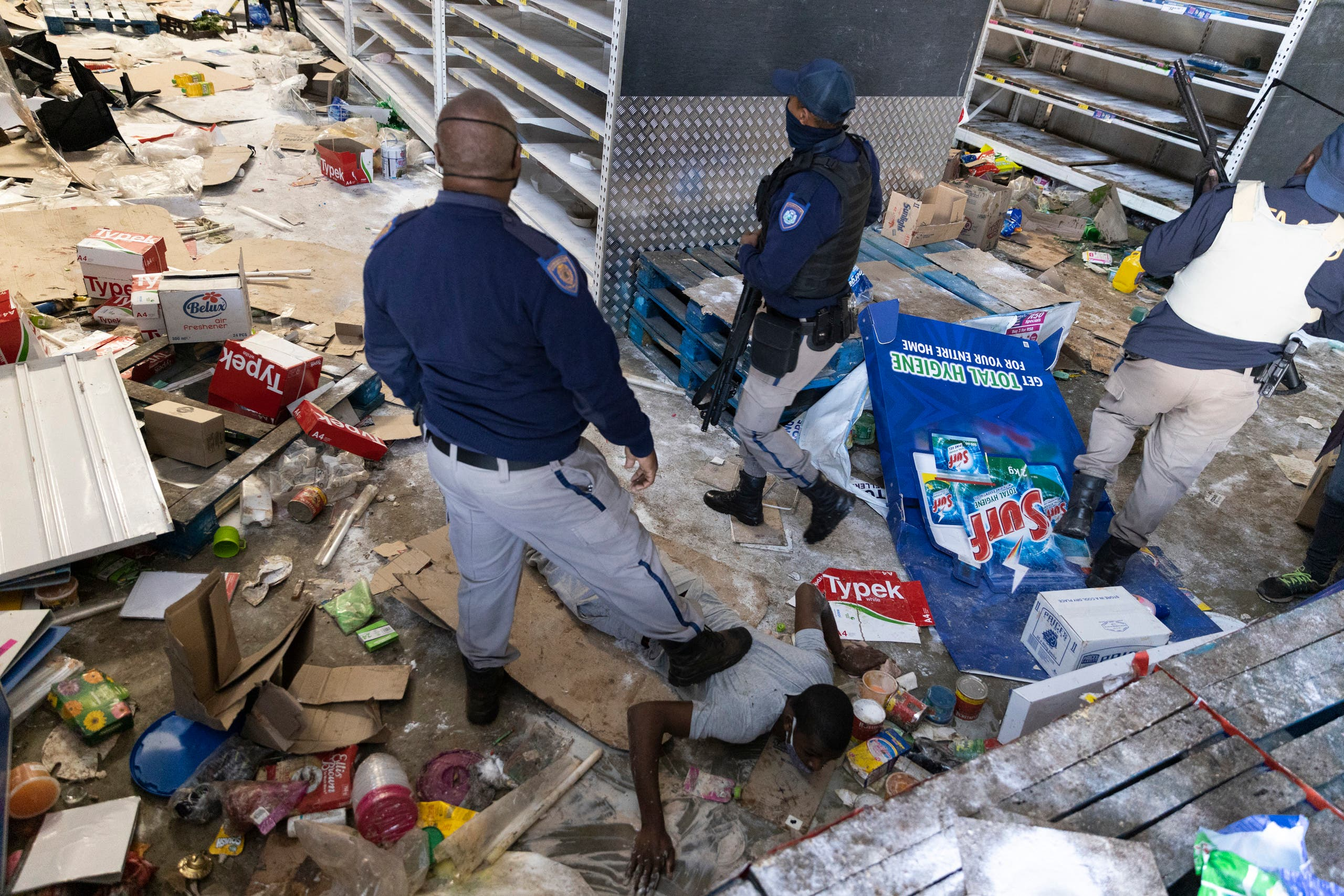South African Police Services (SAPS) members arrest a looter at the Gold Spot Shopping Centre in Vosloorus, southeast of Johannesburg, on July 12, 2021. (File photo: AFP)