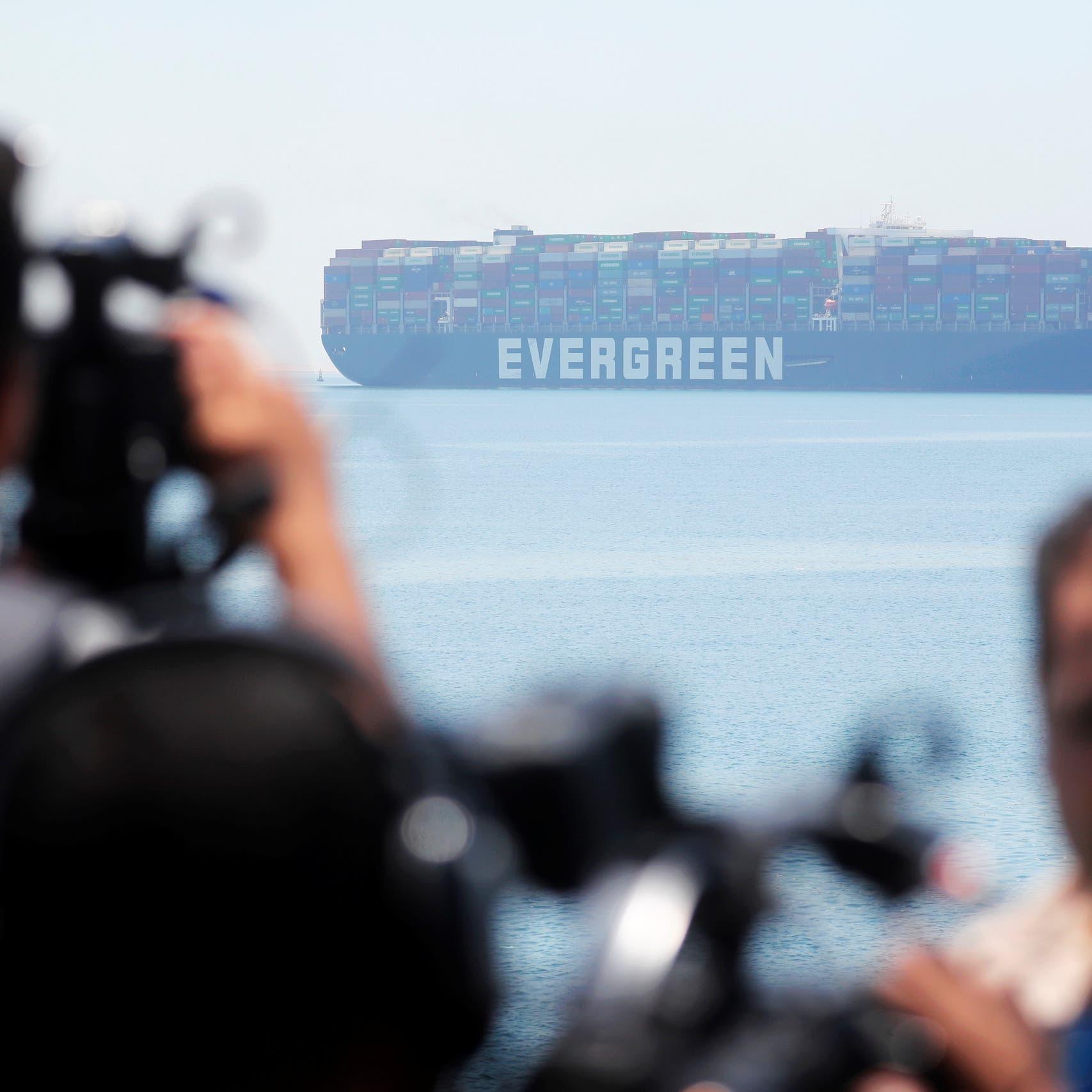 """بعد مغادرتها مياه مصر.. سفينة """"إيفر غيفن"""" تدخل في أزمة جديدة"""