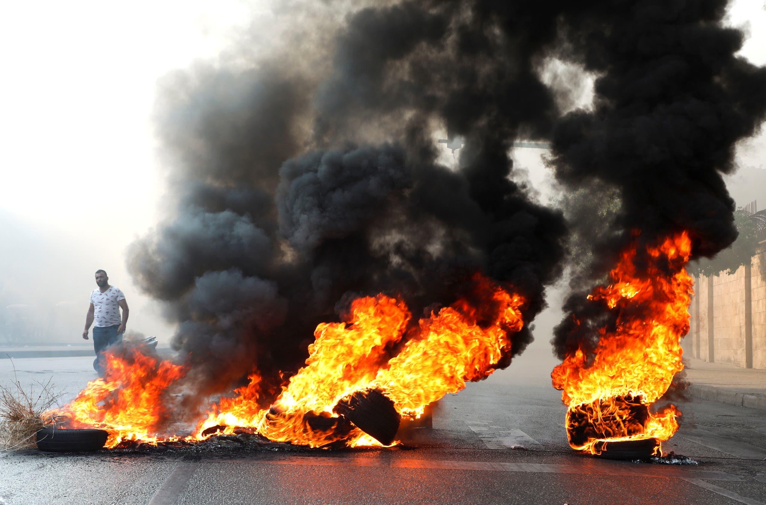 قطع طرقات في بيروت اليوم اثر فشل السياسيين بتشكيل حكومة