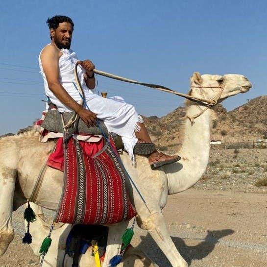 رحالة سعودي يسلك طرق الحج قديماً ممتطياً جملاً..لهذا السبب