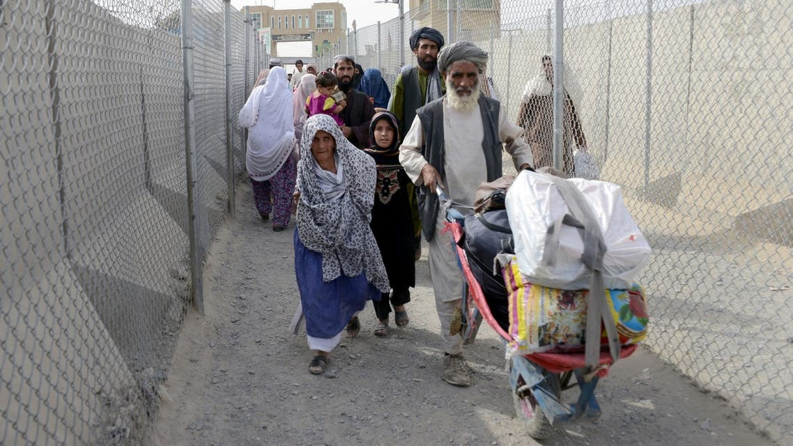 Afghan refugee families return to Afghanistan through the Pakistan border crossing at Spin Boldak, in southern Kandahar province on August 6, 2016. (AFP)