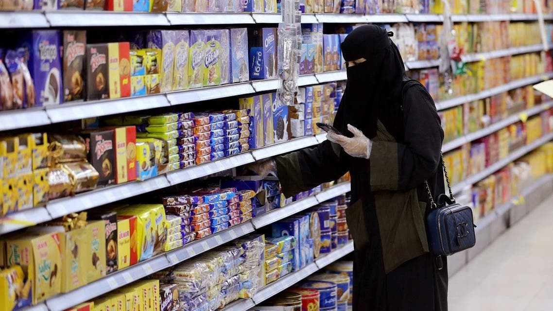 A Saudi woman wearing protective gloves shops at a supermarket in Riyadh, Saudi Arabia. (File photo: Reuters)