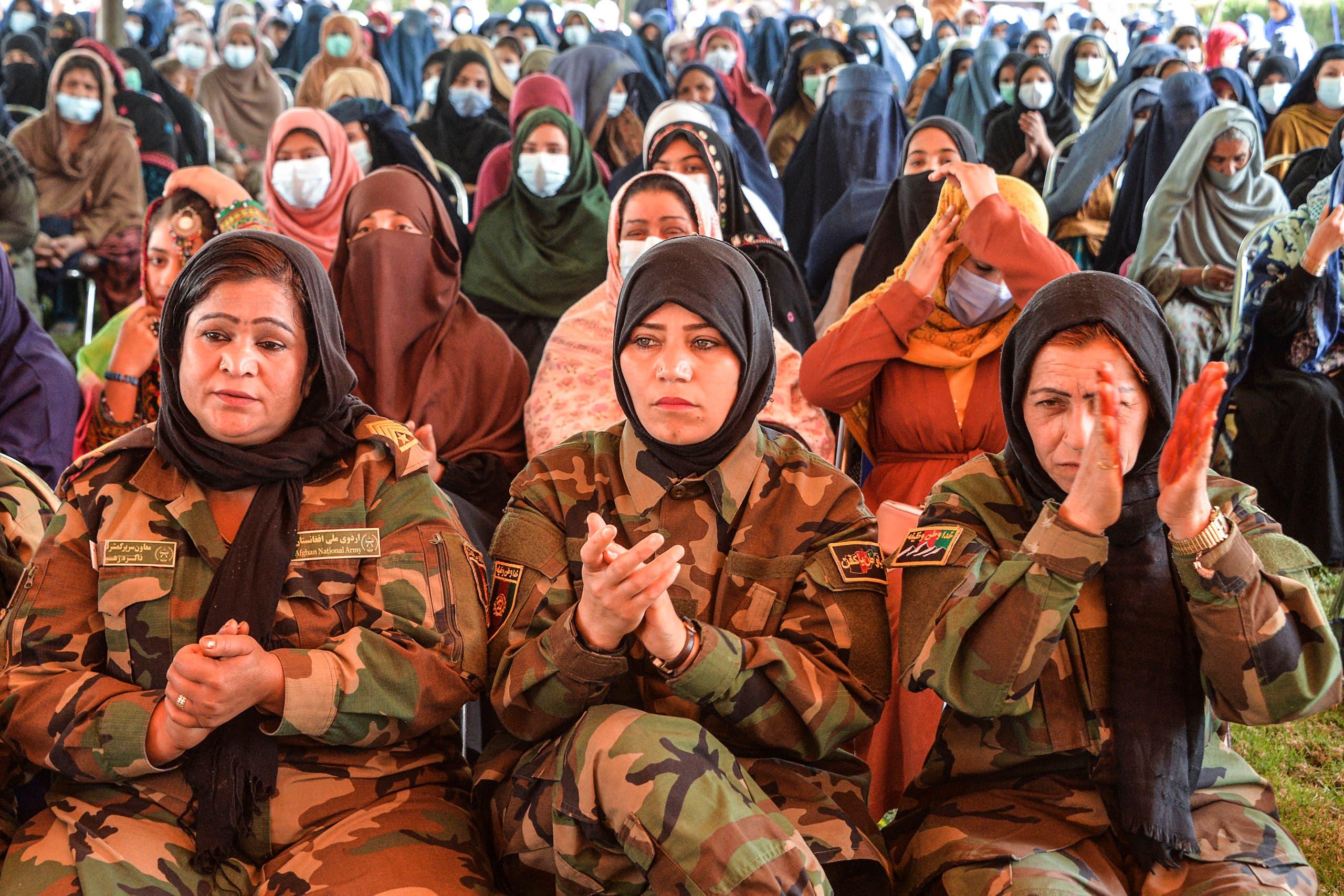 سيدات في مؤتمر في جلال أباد في مارس الماضي بمناسبة يوم المرأة العالمي
