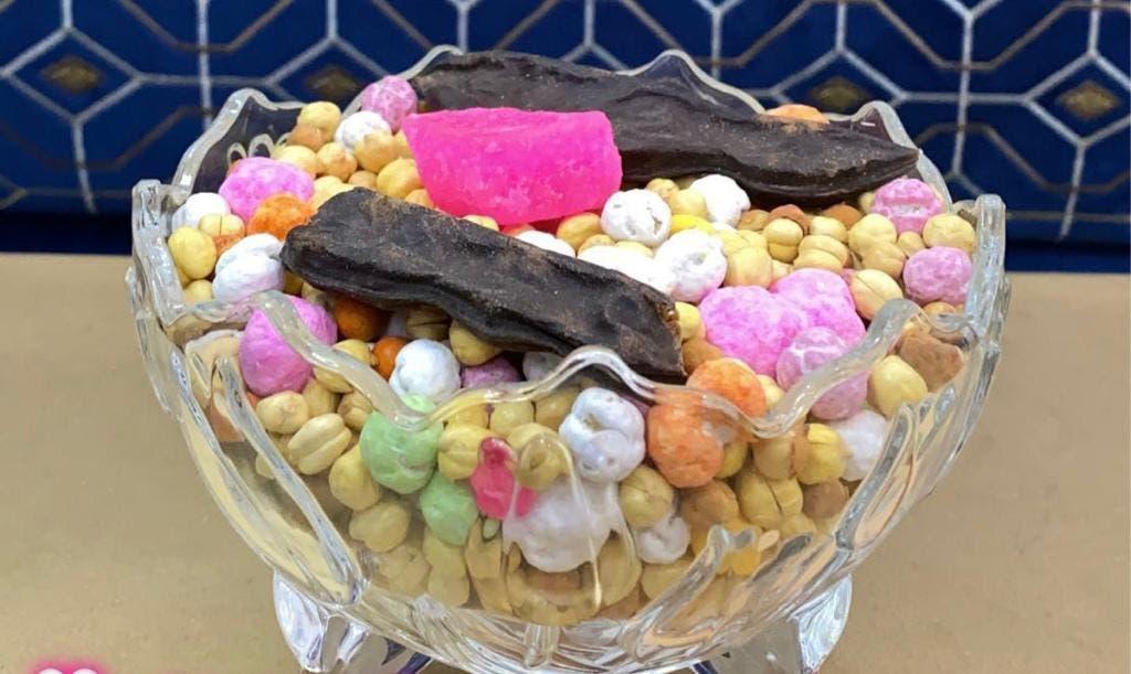 """إناء الحلوى المكية التي تسمى """"النقل"""""""