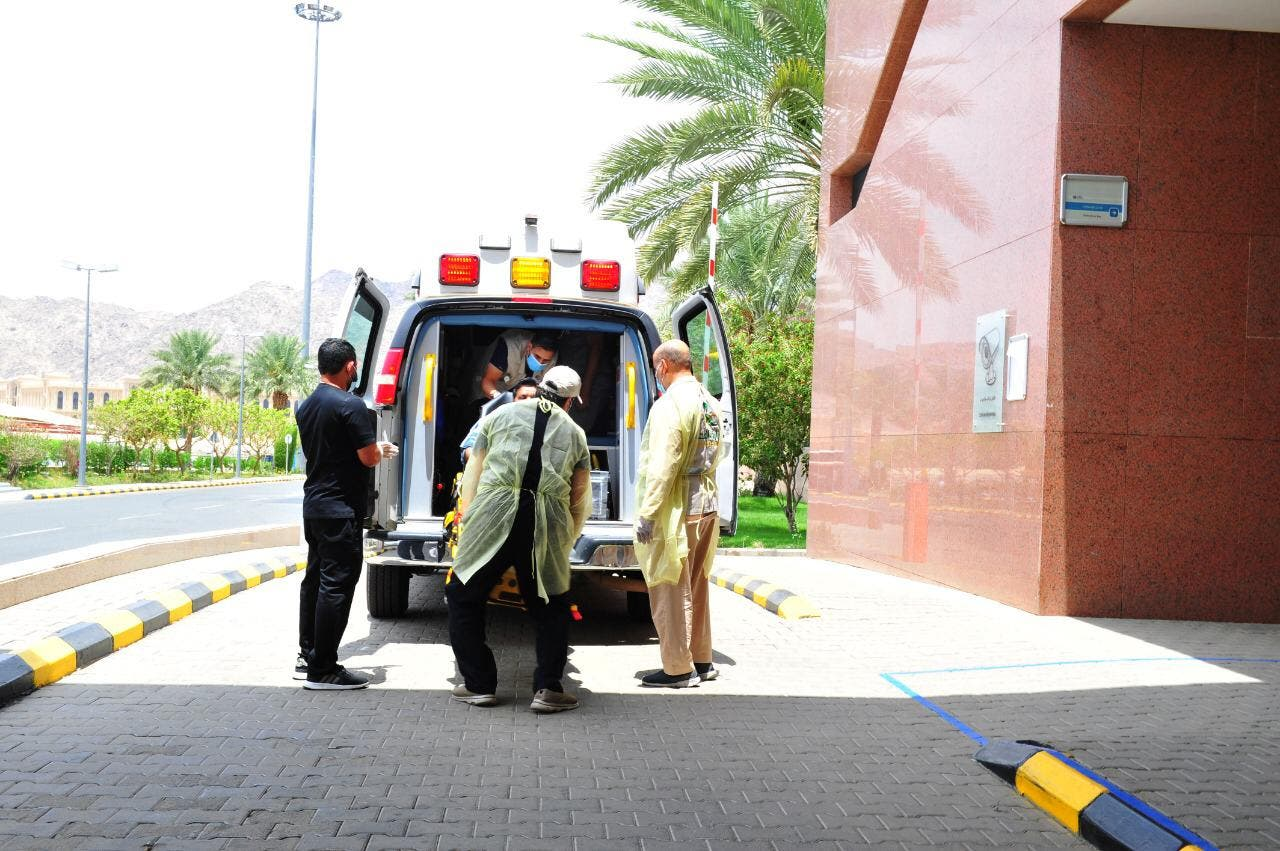 الحاج خلال وصوله المستشفى