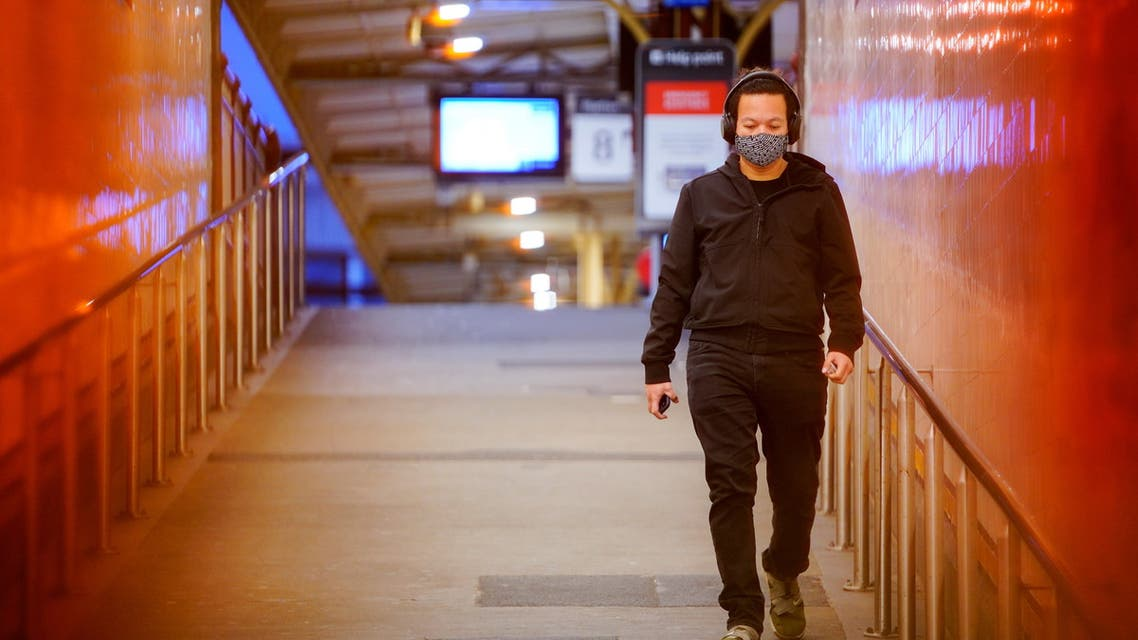 A lone passenger wearing a protective face mask walks from a deserted train platform at Flinders Street during morning commute hours on the first day of a lockdown as the state of Victoria looks to curb the spread of a coronavirus disease (COVID-19) outbreak in Melbourne, Australia, July 16, 2021. (File Photo: Reuters)
