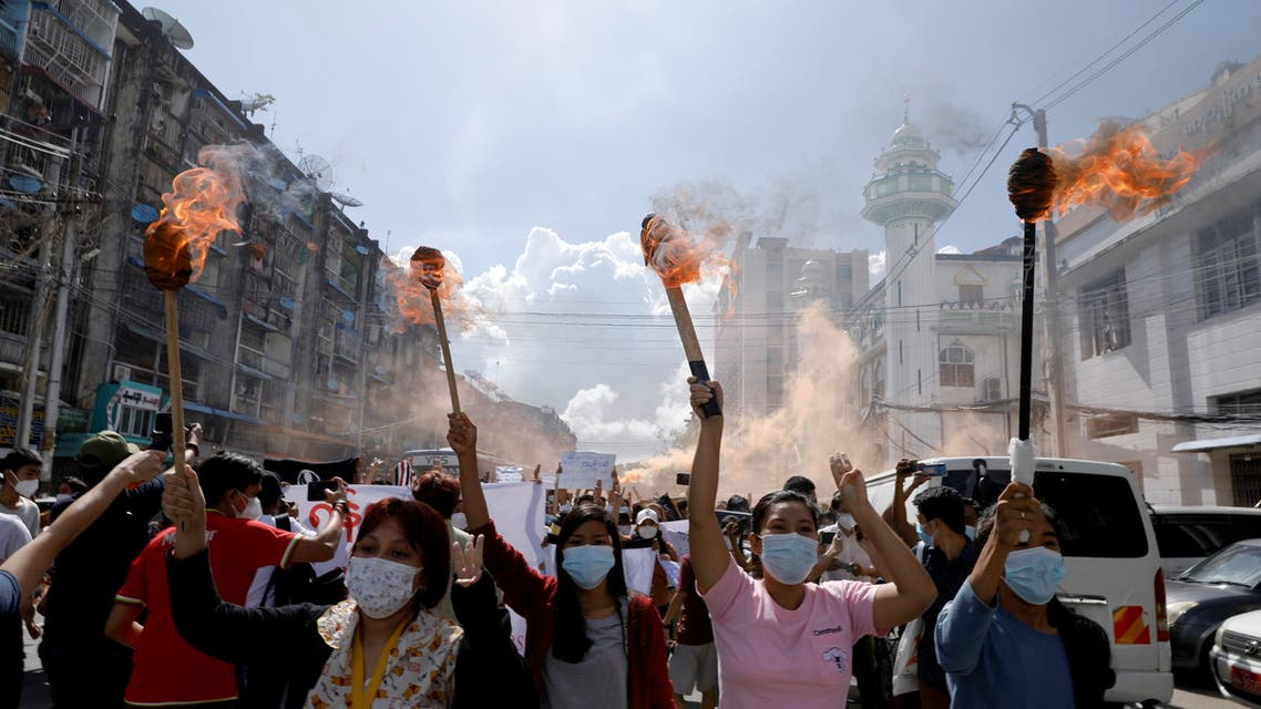 A group of women hold torches as they protest against the military coup in Yangon, Myanmar July 14, 2021. (File photo: Reuters)